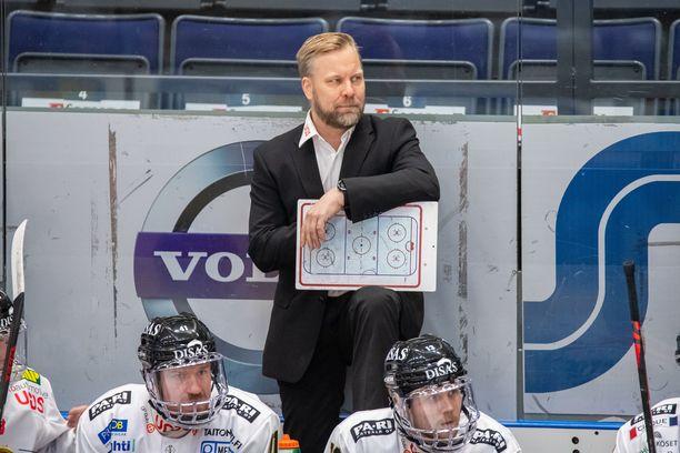 Mikko Manner luotsasi päättyneellä kaudella Oulun Kärppiä.