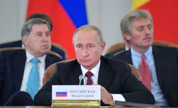 Presidentti Vladimir Putin ei ole vielä virallisesti asettunut ehdolle.