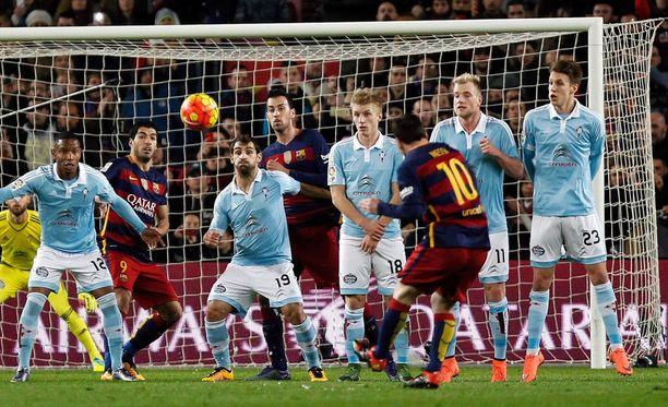 Lionel Messi tykitti vaparin yläkulmaan.