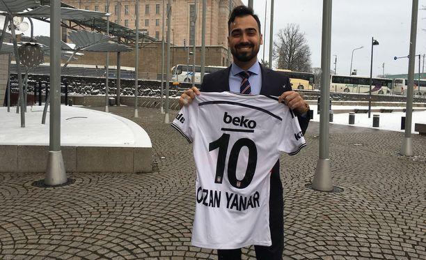 Ozan Yanar sai suosikkiseuransa pelipaidan vaalimenestyksensä ansiosta.