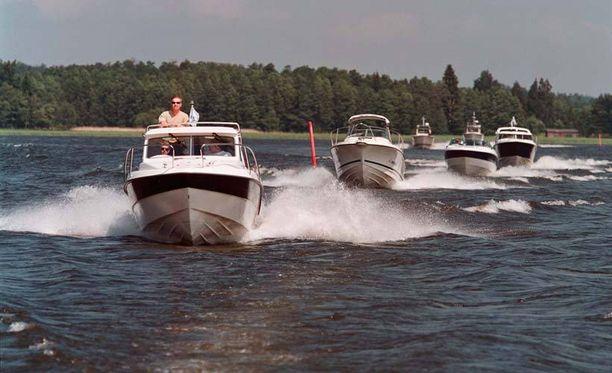 Torstain ja lauantain välisenä aikana jäi kiinni 60 ruorijuoppoa. Kuvan veneet eivät liity tapaukseen.