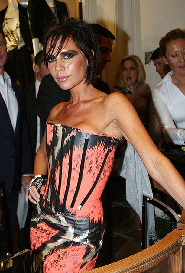 Victoria Beckham poseerasi osallistuessaan muotitapahtumaan New Yorkissa vuonna 2009.