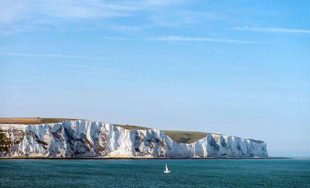 Doverin valkoiset kalliot ovat kuuluisa näky Englannissa.
