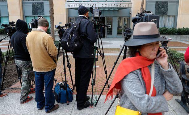 Toimittajia oikeustalon edustalla Kaliforniassa tiistaina.