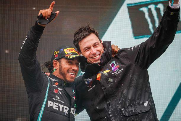 Lewis Hamilton ja Toto Wolff ovat juhlineet viime vuosina.