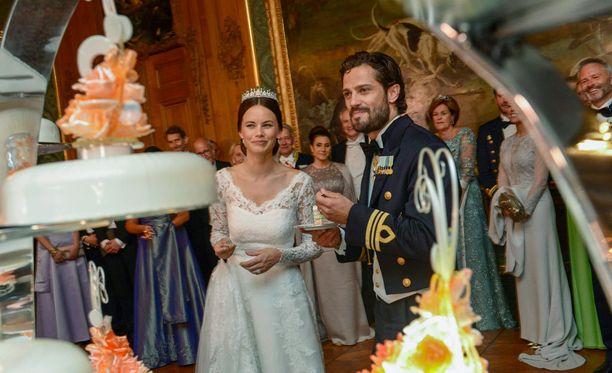 Carl Philip ja Sofia Hellqvist ovat moderni kuninkaallinen pari.