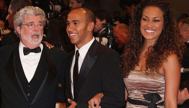 Vivien Burkhardt säteili Hamiltonin käsipuolessa Indiana Jones -elokuvan ensi-illassa toukokuussa.