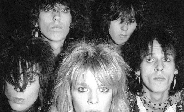 Hanoi Rocks ja David Bowie ovat kesällä Suomeen saapuvan näyttelyn keskiössä.