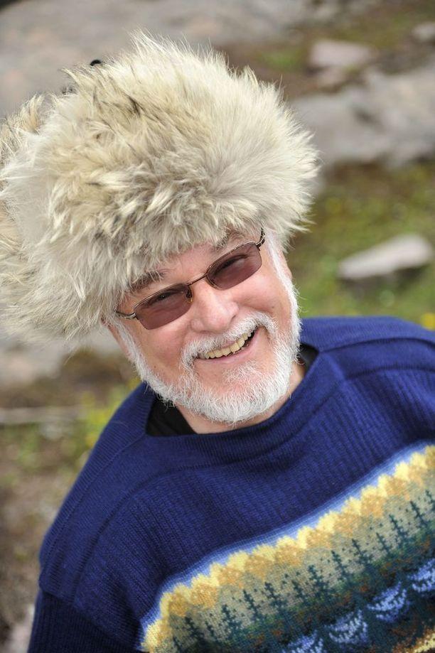 75-vuotias Hannu Karpo viettää ansaittuja eläkepäiviä.