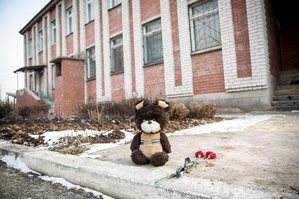 Lastentarhan pommituksessa kuoli yksi lapsi perjantaina 13. päivänä.