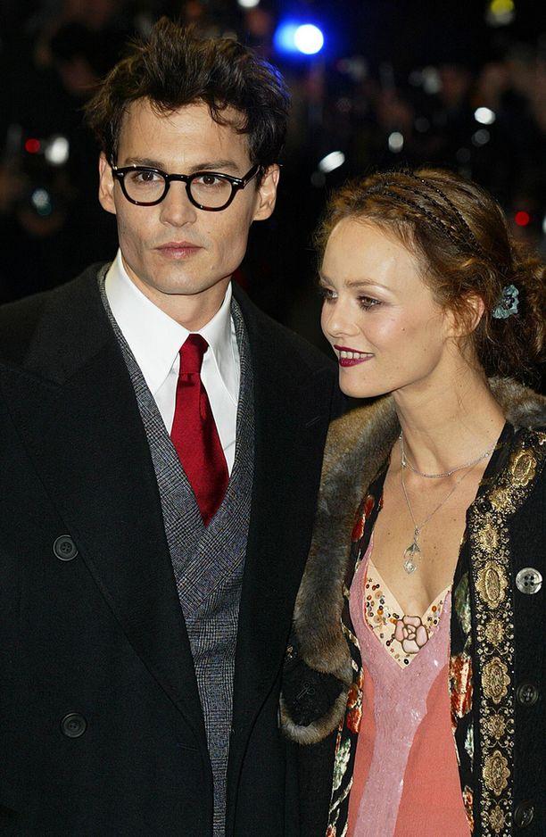 Vielä silloin, kun kaikki oli hyvin. Johnny Depp ja Vanessa Paradise yhdessä vuonna 2004.