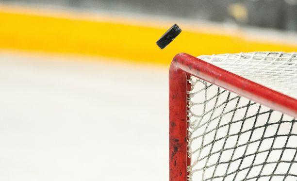 Viikinkien C2-nuorten toimihenkilö kävi käsiksi vastustajajoukkueen 14-vuotiaaseen pelaajaan. Kuvituskuva.