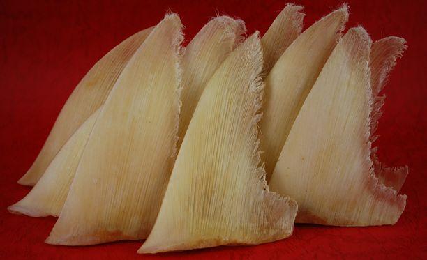 Kuivattuja haineviä kaupataan kiinalaisessa herkkuliikkeessä.