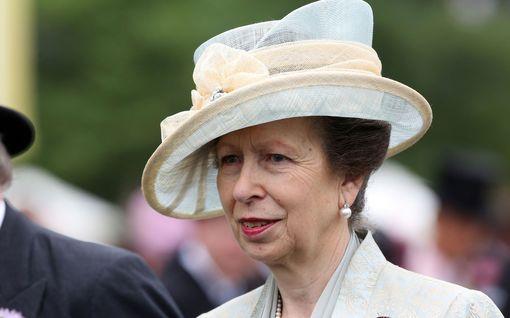 """Prinsessa Anne, 69, näpäyttää nuorempiaan – tyrmää Archewellen: """"Miksi pyörä pitäisi keksiä uudelleen?"""""""