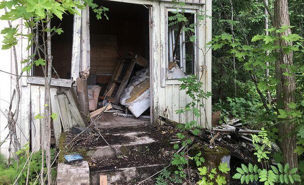 Laitmanintien talot jätettiin säiden ja olosuhteiden armolle.
