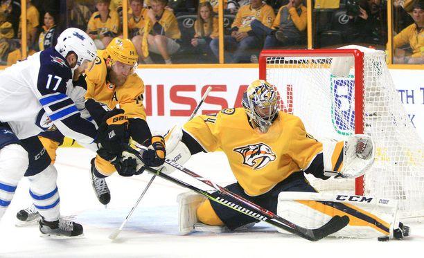 NHL:ssä yhteensä reilut 50 ottelua pelannut Juuse Saros on tuonut torjunnoillaan iloa Predators-leiriin.