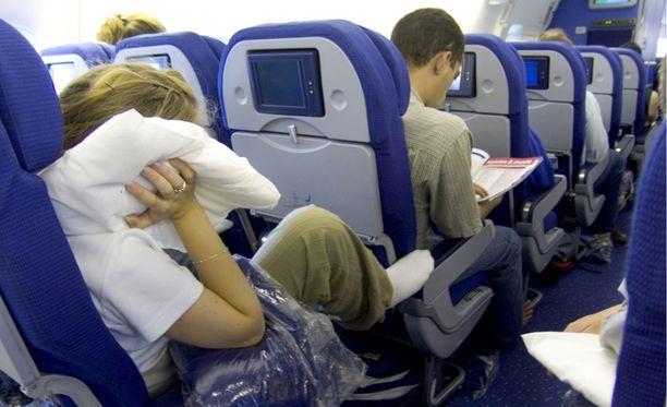 Hyvän asennon löytäminen lentokoneessa on vaikeaa.