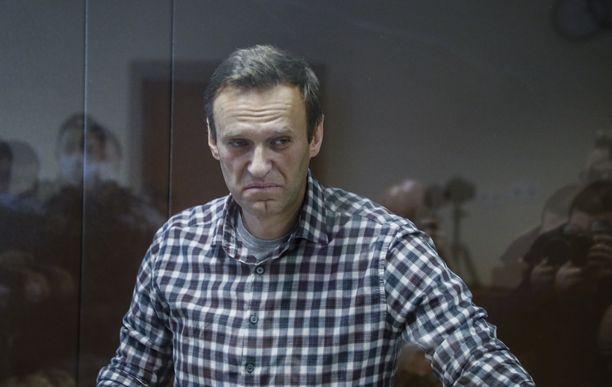 Aleksei Navalnya pidettiin lasihäkissä häntä vastaan käydyssä oikeudenkäynnissä 20. helmikuuta.