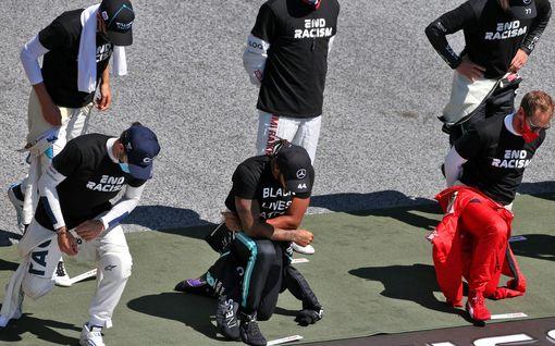 Lewis Hamilton korjaa vääriä väittämiä – kertoi ajatuksensa kuljettajista, jotka seisoivat polvistumisen sijaan