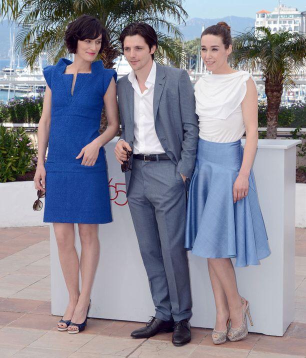 Arta Dobroshi kuuluu elokuvan Trois Mondes tähtikaartiin yhdessä Clotilde Hesmen ja Raphael Personnazin kanssa.