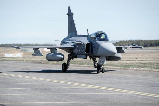 Saab-Scanian JAS 39 Gripen -hävittäjä ei ruotsalaisten myyntipuheista huolimatta vakuuttanut suomalaisia.