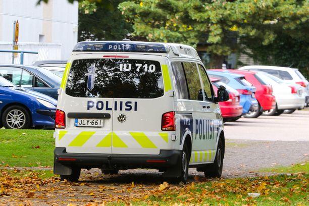Henkilöauto kaahasi poliisia pakoon Valtatie 8:lla. Kuvituskuva