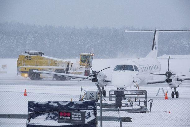 Helsinki-Vantaan lentoasema varautuu perjantaiseen IAU:n työnseisaukseen. Kuvituskuva.