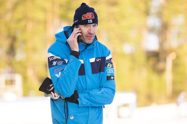 Teemu Pasanen toimii hiihtomaajoukkueen päävalmentajana.