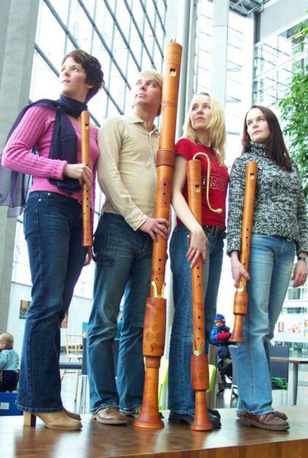 Kaksimetrinen subbasso enempää kuin huippukvartetin sointikaan eivät aivan vastaa peruskoulun muokkaamaa mielikuvaa nokkahuilusta.