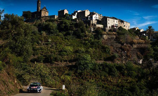 Jari-Matti Latvalalla on suuria vaikeuksia Korsikan upeissa maisemissa.