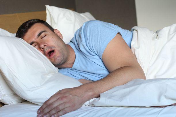 """""""Jos selvästi ylipainoinen, verenpainetautia sairastava, paksukaulainen ja yli 50-vuotias mies joutuu käymään yöllä useita kertoja wc:ssä ja hänellä on toisen henkilön todentamia yöllisiä hengityskatkoksia, ne riittävät uniapneadiagnoosin tekemiseen."""""""