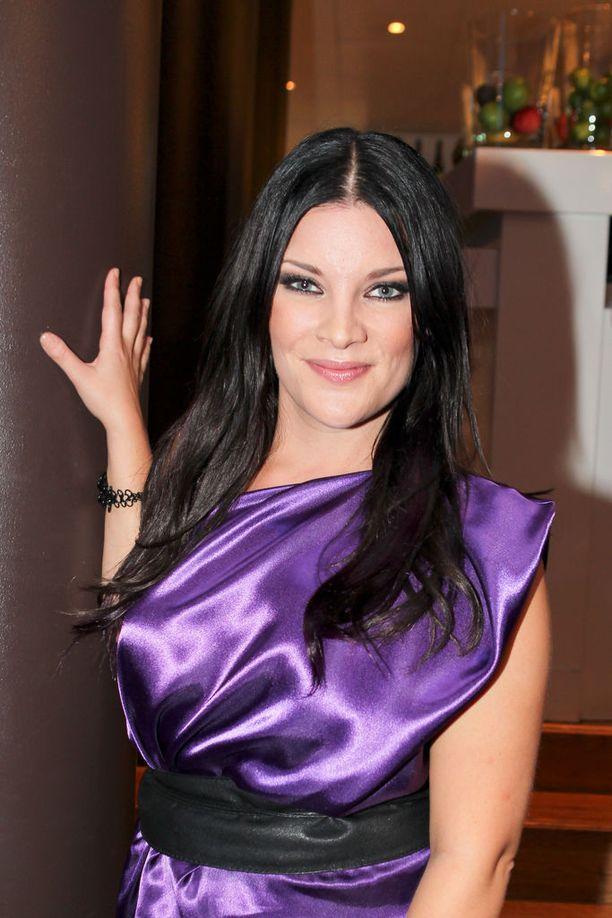 Hanna Pakarinen, 36, tuli tunnetuksi Idols-laulukilpailun kautta vuonna 2004.