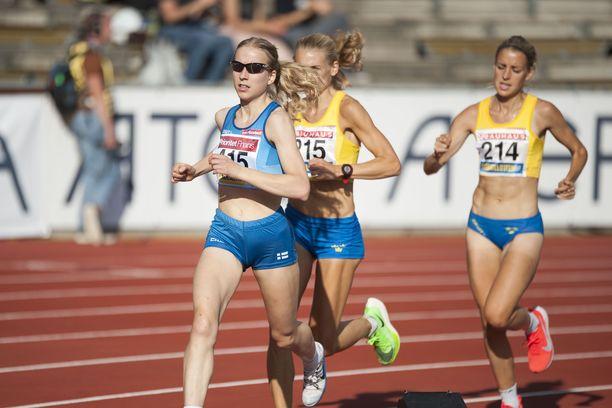 Johanna Peiponen juoksi toiseksi 10 000 metrillä lauantaina Ruotsi-ottelussa Tukholmassa.