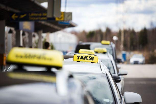 Raskaasti säännelty taksiala siirtyi markkinaehtoiseen järjestelmään heinäkuun alussa.