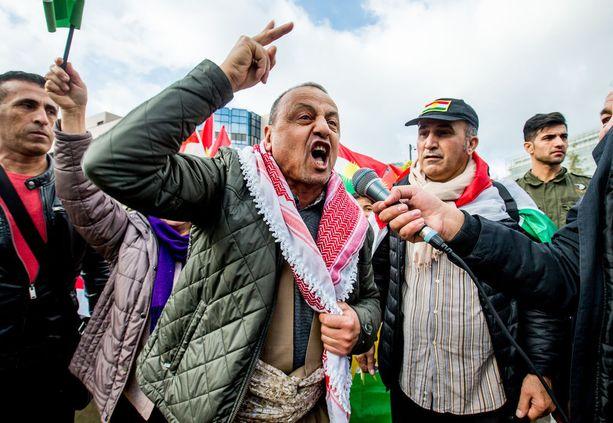 Kurdit järjestivät protesteja eri puolilla Eurooppaa, koska heidän mukaansa Irak, Iran ja militiaryhmät käyttivät väkivaltaa kurdeja vastaan Pohjois-Irakissa. Kuva Brysselin mielenosoituksesta 25. lokakuuta.
