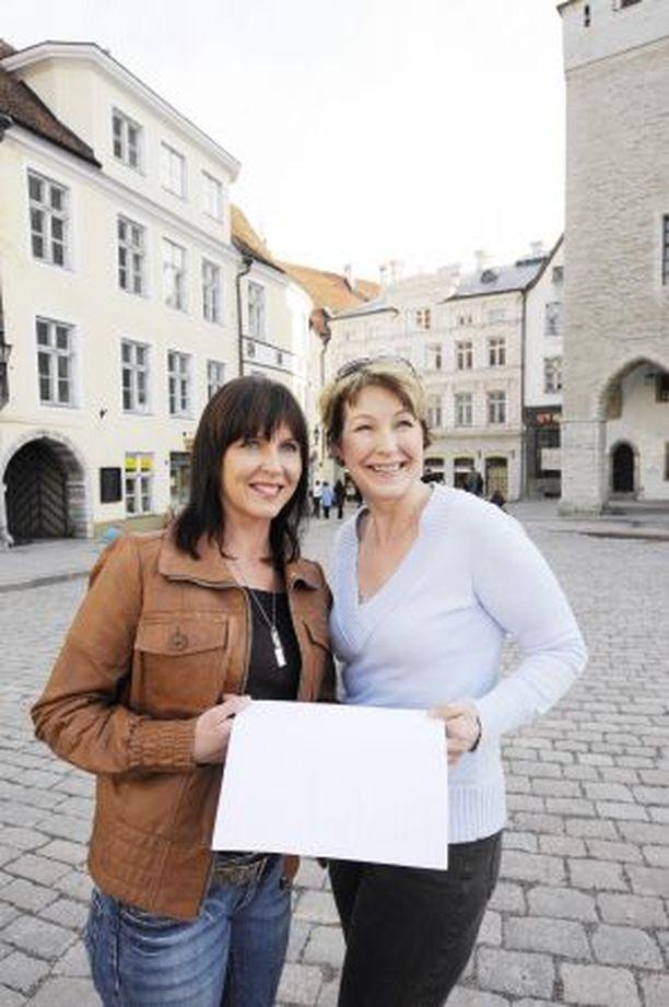 KARTTA KAUNEUTEEN Arja Oinas-Pellikka (oik.) ja Taina Larsson suunnistivat Tallinnassa etsien laadukkaita kauneushoitoloita.