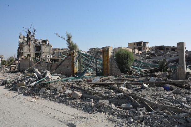 Syyrian Raqqa tuhoutui pahoin pommituksissa.