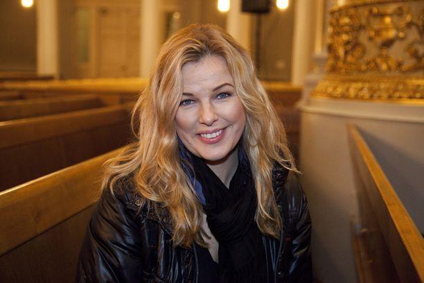 Marita Hakala muistetaan myös Mallikoulu-ohjelmasta, jonka kautta huippumalli Suvi Koposen ura sai alkunsa.