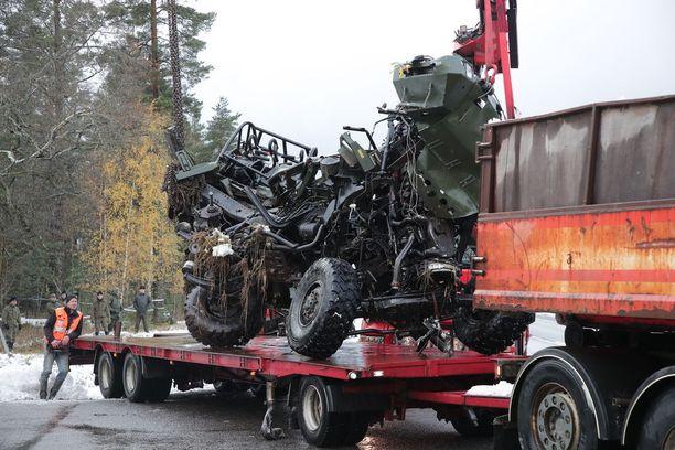 Armeijan Masi-ajoneuvo rusentui törmäyksen voimasta pahoin.