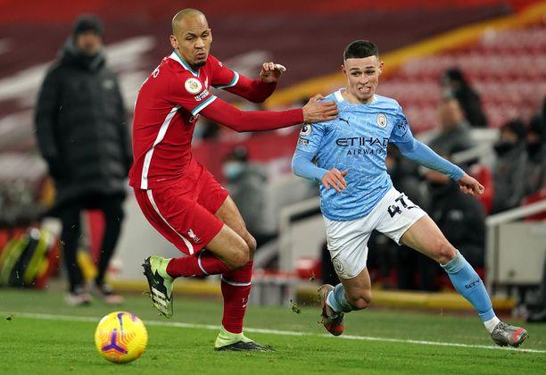 Manchester CItyn Phil Foden (oik.) oli vahvassa vireessä Liverpoolia vastaan