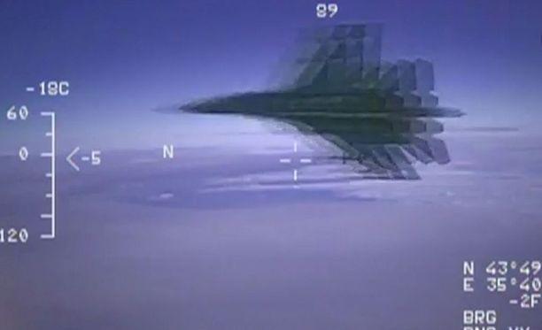 USA:n puolustusministeriön mukaan venäläinen hävittäjä sujahti 1,5 metrin päästä amerikkalaisen tiedustelukoneen ohi.