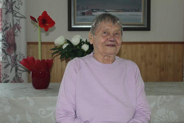 Sylvi Keski-Kujala on surullinen vanhusten hoidon laiminlyönnistä.