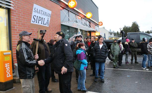 Mielenosoitus on ensimmäinen pääministeri Sipilän kotikunnassa Kempeleessä.