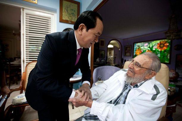 Yksi viimeisistä Fidel Castrosta otetuista valokuvista. Ex-johtaja tapasi tänä vuonna Vietnamin presidentiksi nousseen Tran Dai Quangin marraskuun 15. päivä.