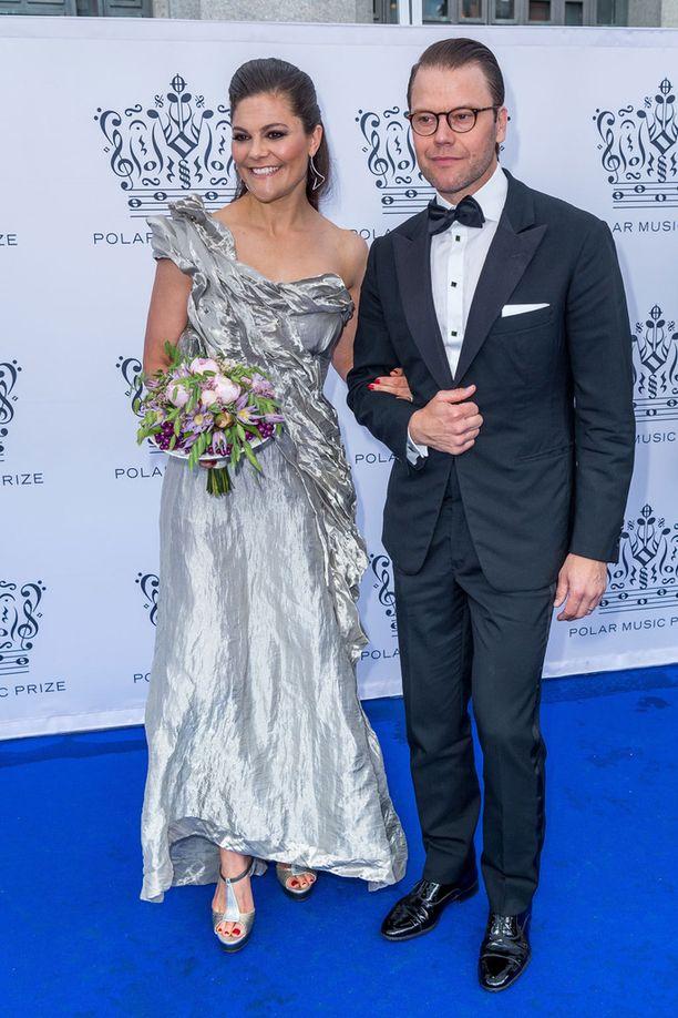 Prinsessa Victorian mekko on kerännyt runsaasti kehuja ruotsalaismedioissa.