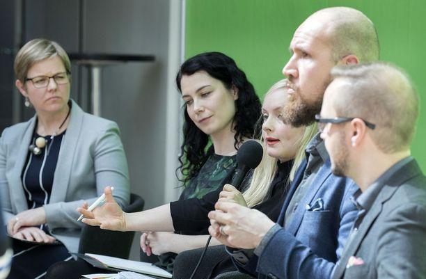 Vihreiden puheenjohtajaehdokkaat Krista Mikkonen, Emma Kari, Maria Ohisalo, Touko Aalto ja Olli-Poika Parviainen vihreiden puheenjohtajapaneelissa Helsingissä toukokuussa.