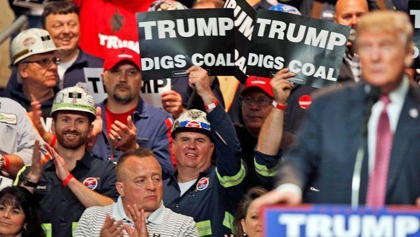Länsi-Virginia on Trumpin vahvimpia tukialueita. Kaksoismerkityksellisissä kylteissä lukee, että Trump tykkää hiilestä tai kaivaa hiiltä.