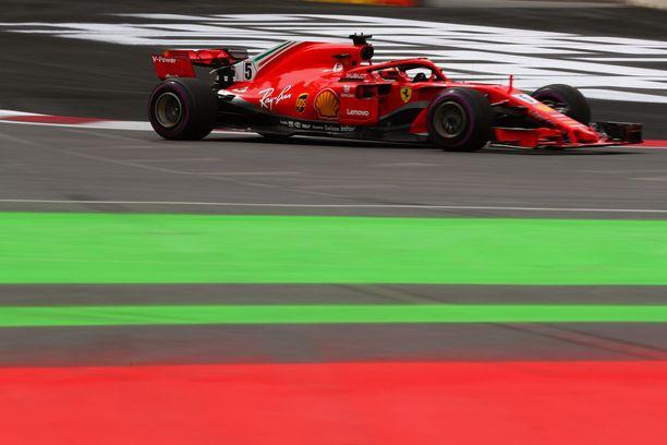 Sebastian Vettel ajoi paalulle 53. kerran urallaan.