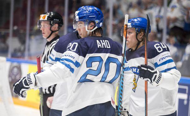 Sebastian Ahoa ja Mikael Granlundia (oikealla) mallataan samaan ylivoimaketjuun.