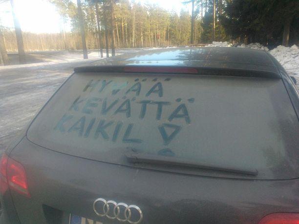 Mukavaa, kun joku kirjottaa jotain asiallistakin auton takalasiin.